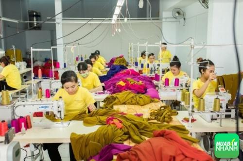 Đặt áo lớp tại địa điểm có xưởng may gia công riêng thể hiện sự chuyên nghiệp, uy tín.