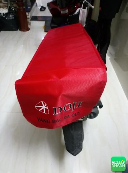 May gia công bao trùm yên xe máy cho cửa hàng Doji - Vàng bạc Đá quý (1)